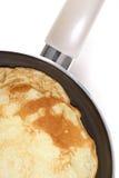 Het maken van pannekoek Stock Afbeeldingen