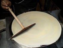 Het maken van pannekoeken, omfloerst royalty-vrije stock foto's