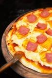 Het maken van pizza Stock Fotografie