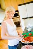 Het maken van Pizza Royalty-vrije Stock Fotografie
