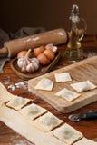Het maken van ravioli, Italiaanse keuken en gluten-vrij Achtergrond voor tekst Royalty-vrije Stock Afbeelding