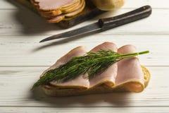 Het maken van sandwich Stock Fotografie