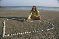 Het maken van shell hart Stock Afbeelding