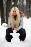 Het maken van Sneeuwman stock afbeelding