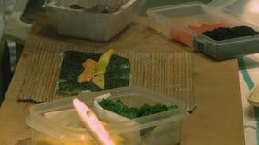 Het maken van Sushi (4 van 6) stock footage