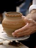 Het maken van traditioneel aardewerk Stock Foto