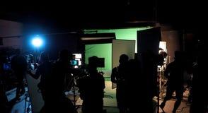 Het maken van het videoproductie en bemanning werken stock afbeelding