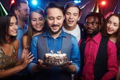 Het maken van wens bij verjaardagspartij stock foto's