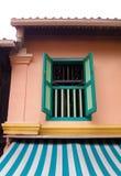 Het Maleise venster van het dorpshuis stock foto's