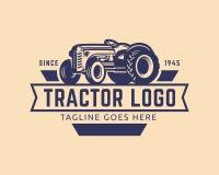 Het malplaatje van het tractorembleem, de vector van het landbouwbedrijfembleem Stock Foto