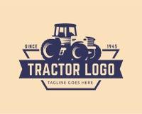 Het malplaatje van het tractorembleem, de vector van het landbouwbedrijfembleem Stock Fotografie