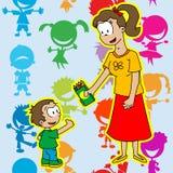 Het mamma geeft aan haar zoonspak gekleurde potloden Royalty-vrije Stock Fotografie