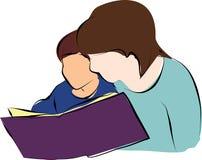 Het mamma leest een boek voor een kind royalty-vrije illustratie