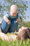Het mamma maakt de last met uw baby royalty-vrije stock foto's