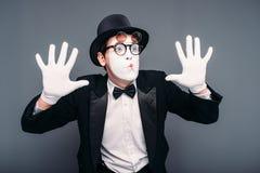 Het mannelijke de pret van de pantomimeacteur presteren stock afbeelding