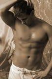 Het mannelijke lichaam zwemt binnen boomstammen Royalty-vrije Stock Afbeelding