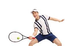 Het mannelijke speeltennis van de tennisspeler Royalty-vrije Stock Afbeeldingen