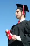 Het mannelijke student een diploma behalen Royalty-vrije Stock Afbeeldingen