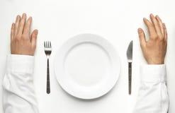 Het mannetje overhandigt de lijst wachtend op diner. Royalty-vrije Stock Afbeelding