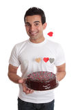 Het Mannetje van de Pret van de valentijnskaart met de cake van het chocoladehart Stock Foto