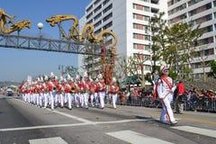 Het marcheren band tijdens 117ste Gouden Dragon Parade Royalty-vrije Stock Afbeelding