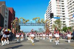 Het marcheren band tijdens 117ste Gouden Dragon Parade Stock Afbeeldingen
