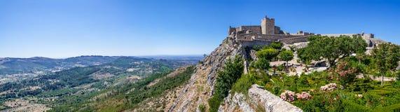 Het Marvao-Kasteel bovenop een klip met een mening over het Alto Alentejo-landschap wordt gevestigd dat royalty-vrije stock afbeeldingen
