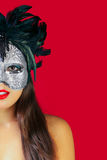 Het masker rode achtergrond van de maskerade stock afbeeldingen