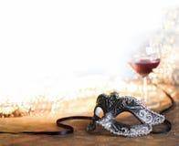 Het masker van Carnaval met glas Stock Foto's