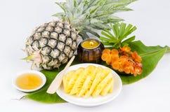 Het Masker van het ananasfruit gezichts en lichaamsbehandelingen. stock foto's