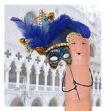 Het Masker van Venetië op vinger Stock Foto