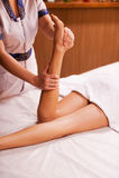 Het masseren van benen Royalty-vrije Stock Foto