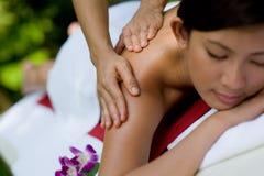Het masseren van Handen Stock Afbeelding