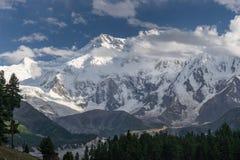Het massief van Nangaparbat bij Feeweide, Chilas, Gilgit-Bal stock afbeeldingen