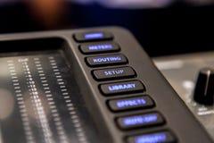 Het materiaal van de opnamestudio Professionele audio het mengen zich console Stock Foto's