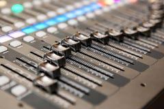 Het materiaal van de opnamestudio Professionele audio het mengen zich console Royalty-vrije Stock Foto's
