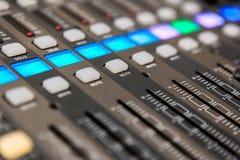 Het materiaal van de opnamestudio Professionele audio het mengen zich console Stock Fotografie