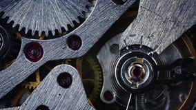 Het mechanisme van oude horloges. Close-up stock footage