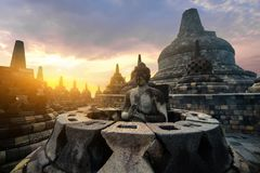 Het mediteren van het Standbeeld van Boedha De Tempel van Borobudur Centraal Java, Indon stock afbeelding