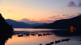 Het Meer Ashi van Fujimt stock foto's
