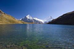 Het meer Bachalpsee van de berg dichtbij Grindelwald Royalty-vrije Stock Afbeeldingen