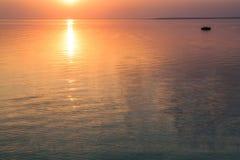 Het meer bij zonsondergang Royalty-vrije Stock Afbeeldingen