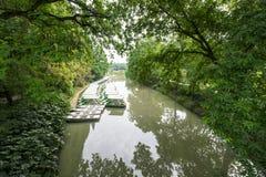 Het meer, de boot en de bomen Royalty-vrije Stock Fotografie