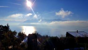 Het meer en de alpen royalty-vrije stock afbeelding