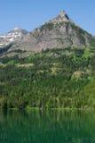 Het meer en de berg van Waterton stock fotografie