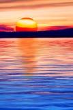 Het meer en de bergen van de zon stock foto's