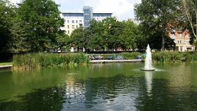 Het meer en de fontein van het vrije tijdspark Royalty-vrije Stock Afbeelding