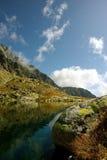 Het meer en de kei van de berg Royalty-vrije Stock Afbeeldingen