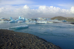 Het meer en het ijs van de Jokulsarlongletsjer op de rivier Royalty-vrije Stock Foto's
