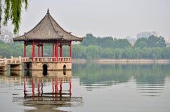 Het Meer en het paviljoen van Daming van Jinan Royalty-vrije Stock Afbeeldingen